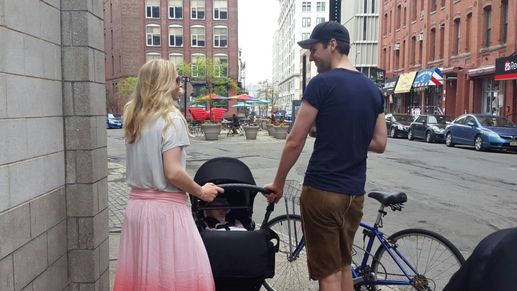 mit Kinderwagen unterwegs in Brooklyn