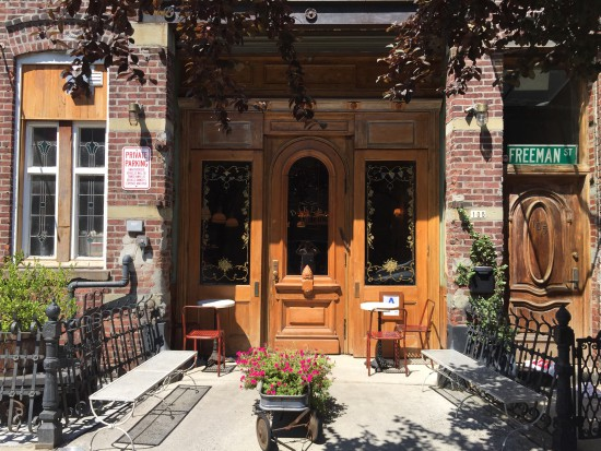Cafe Brooklyn: Eingang Bakeri in Greenpoint